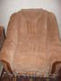Мягкий диван и два кресла